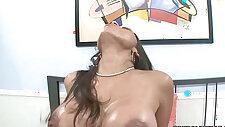 Curvy cutie Alexis Breeze gets her Latina banged
