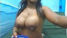 Blackgirl milking in cam