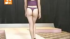Leggy Taiwanese babe flaunts that booty